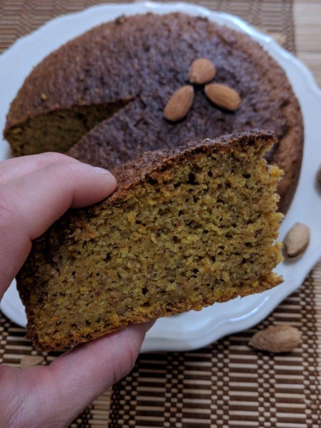 Torta vegan semi integrale con carote e mandorle